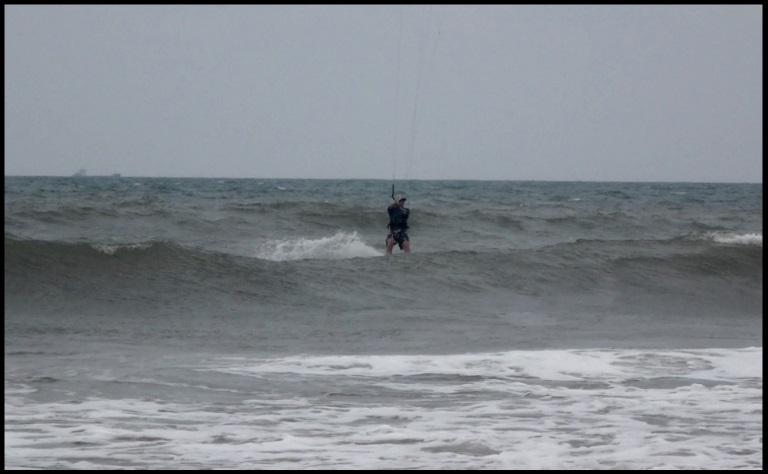 wellen auf Vietnam - Vung Tau flysurfer kiteschule November