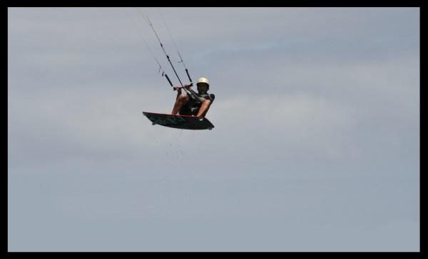 VARFÖR VÄLJ VIETNAM FÖR ATT LÄRA KITESURFING? Kitesurfing klubba och drake skolan köpa drakeutrustning vind i Vietnam i december Vung-Tau kite kurs för nybörjare