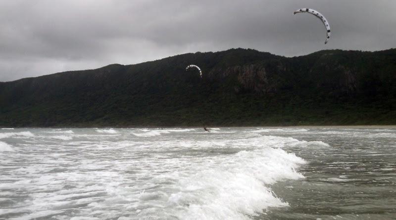 Waves in Vietnam learn kitesurfing with kitesurfing lessons vietnam com kiteschool in February
