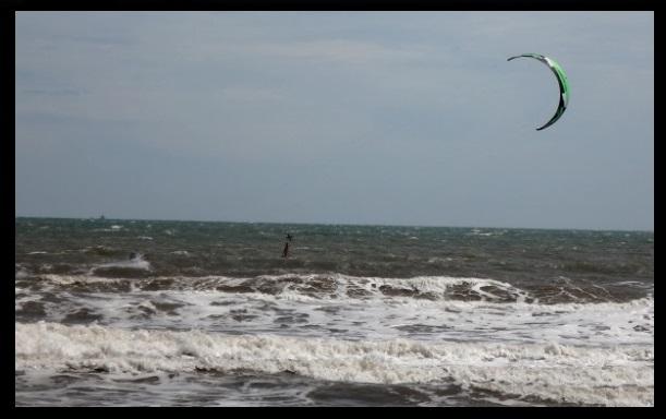 verschiedene kites Flysurfer mit Joel kitesurfen vietnam
