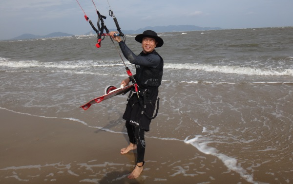 1 kitesurf school in Vung Tau with Tuan.jpg