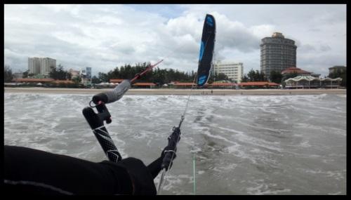 Sonic Flysurfer beste vlieger om de kitesurfing schoolkite van Vietnam te bezoeken