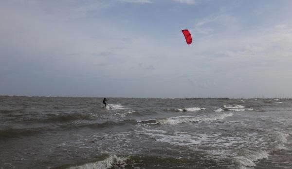 5 avec la voile de 6 metres a Vung Tau kitesurf scene.jpg