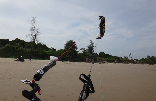 7 launch the kite foil flysurfer kite school at Vung Tau.jpg