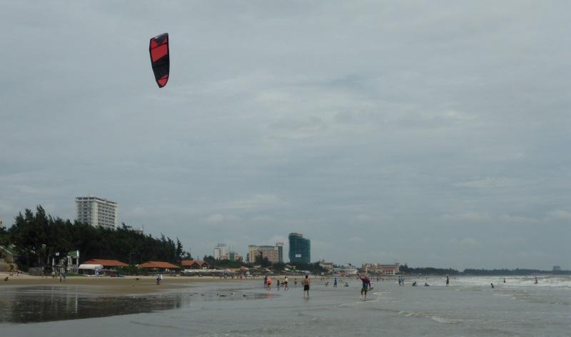 6 kitesurf a Vietnam a la plage de Vung Tau en Novembre
