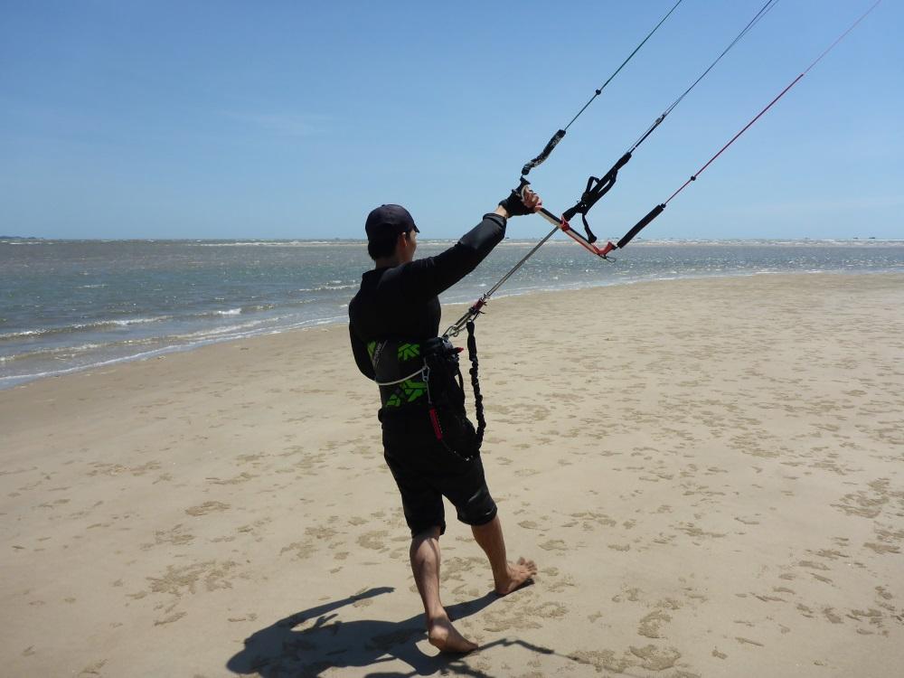 18 walk keeping the kite at 11h