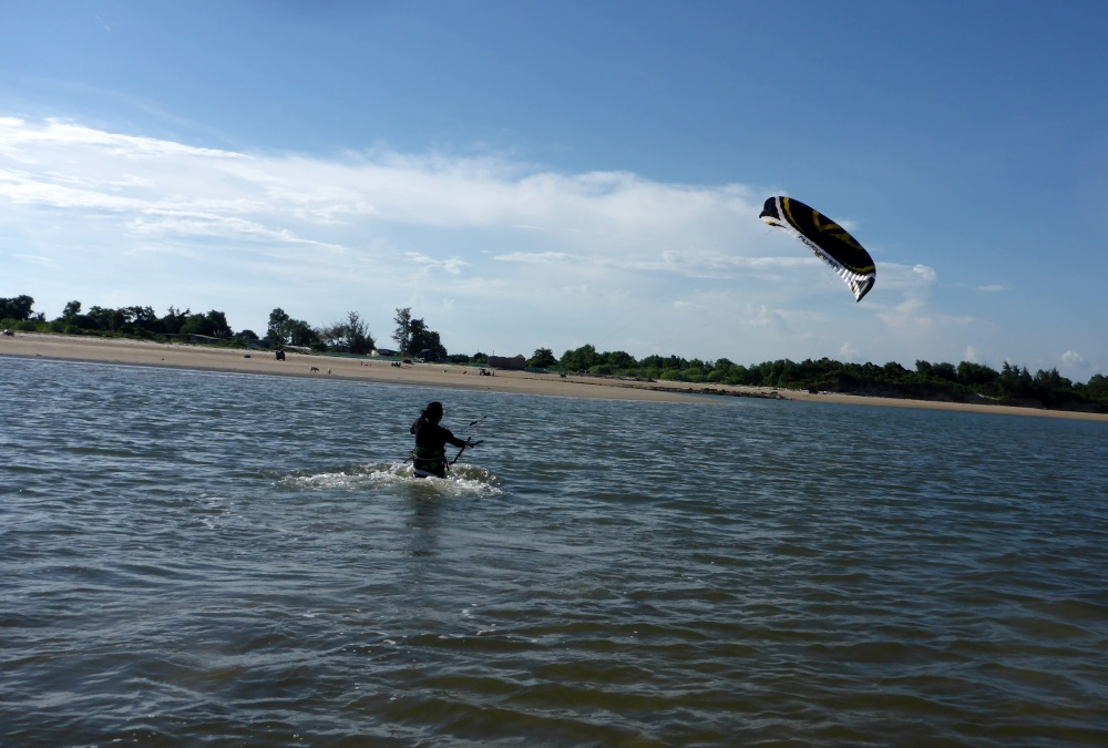 kiteschool in Vietnam - lessons with Flysurfer kites December in Vung tau