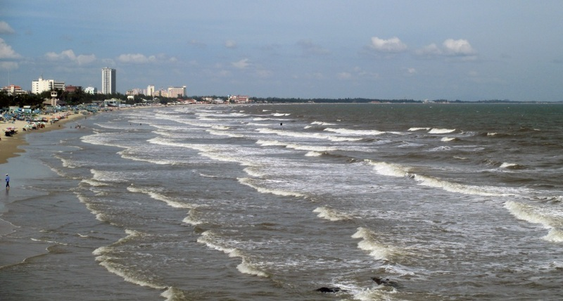 10-la-playa-con-marea-media-kitekurse- kitesurfing lessons vietnam noviembre