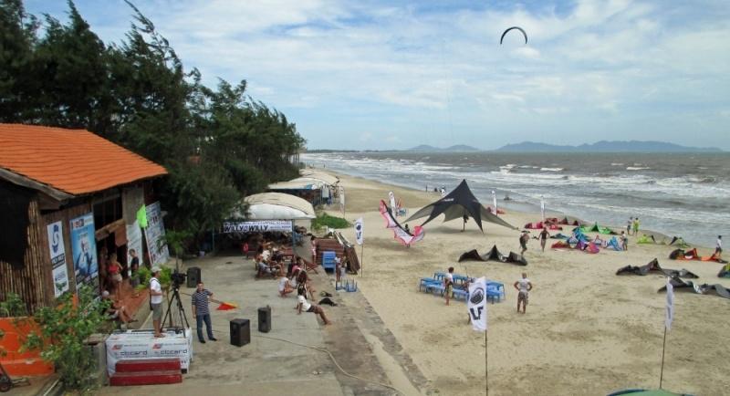13-kite-competititon - kitesurfing lessons vietnam febrero