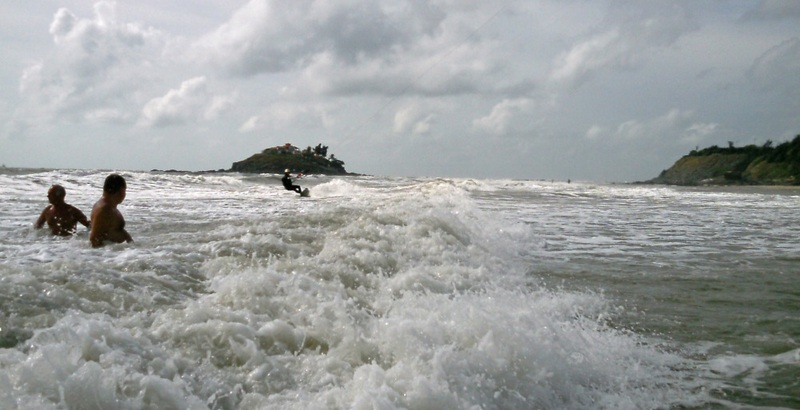 2-vungtau-beach-towards-the-beach-kitesurfen-kitesurfing lessons vietnam february