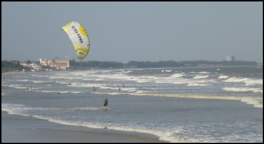 4 learn kitesurfing in Vung Tau Vietnam