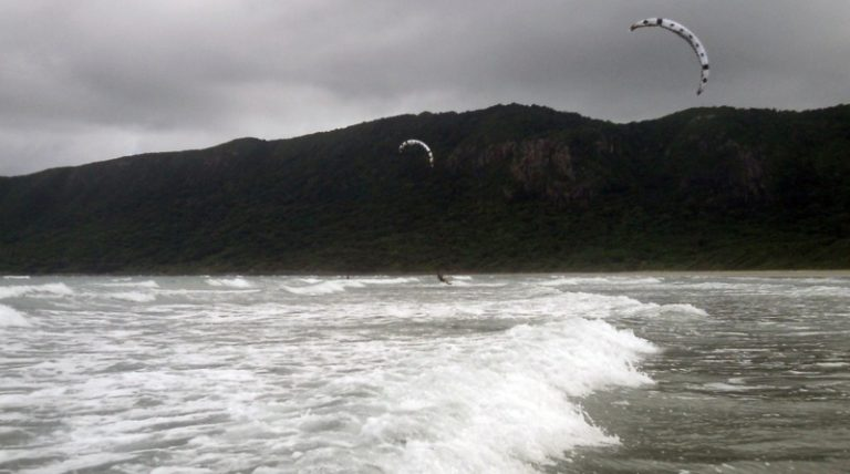 8 Con Dao kitesurfing, kiteschool Vietnam with Flysurfer 21 mts kites