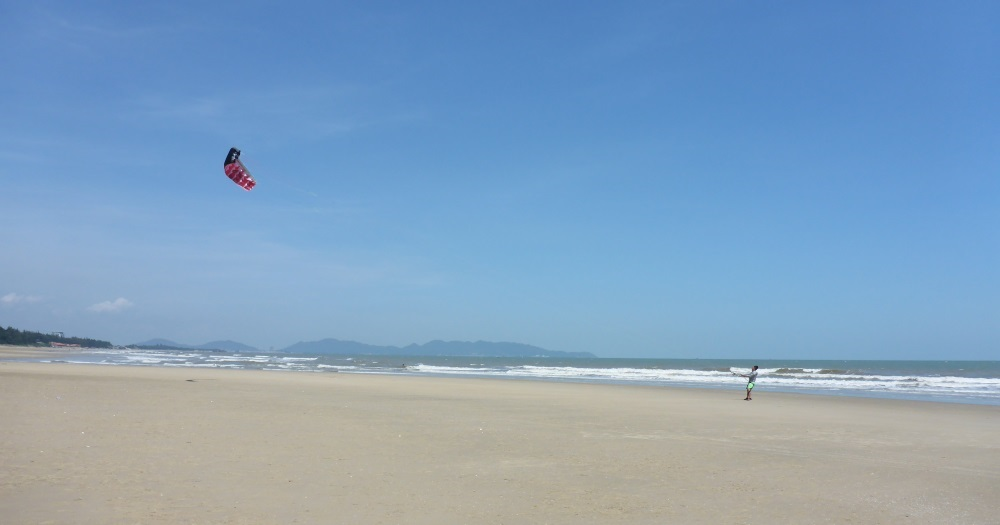 best kiteschool Vietnam - Vung tau beach the broadest beach of Vietnam