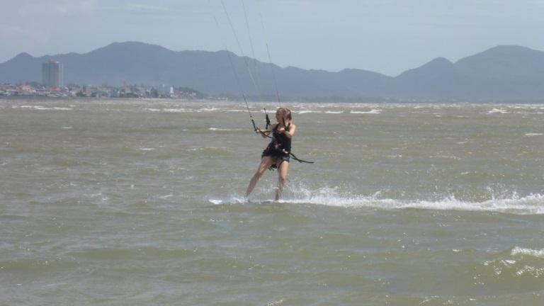 cours de kitesurf au Vietnam - Steffi lors de sa deuxième journée de cours