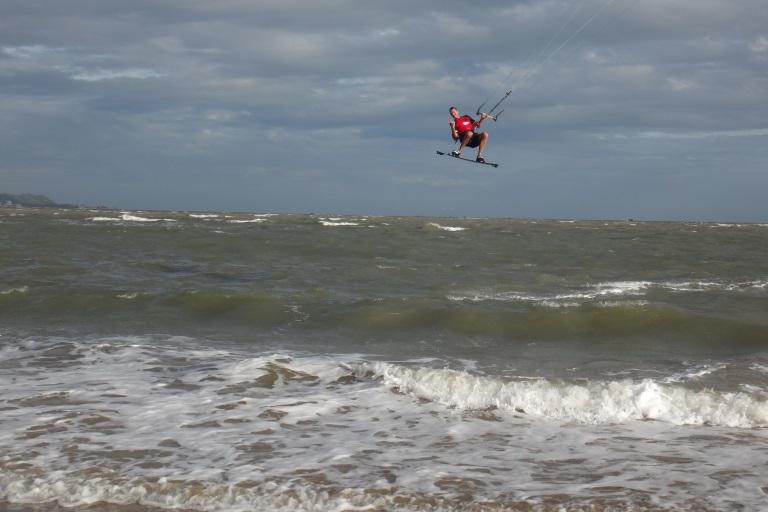 kitesurfing lessons in Vietnam - Vung tau beach kite spot flat water