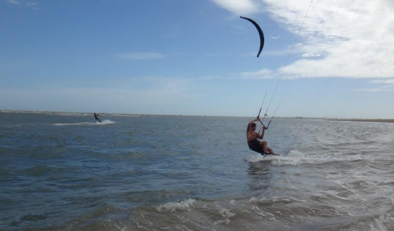 kitesurfing lessons in Vietnam - Vung tau kitespot flat water el rio