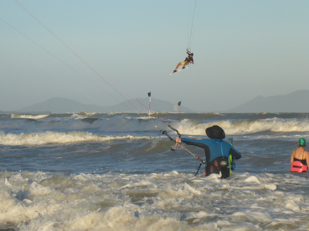 airtime Vietnam kitesurfing school in Vung Tau in January