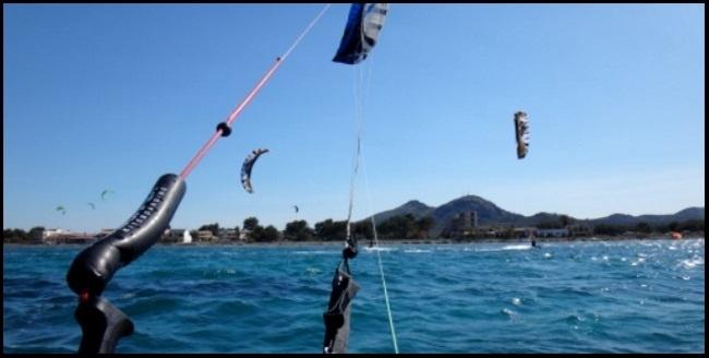 halten genügend Platz einen anderen Kiter überholen