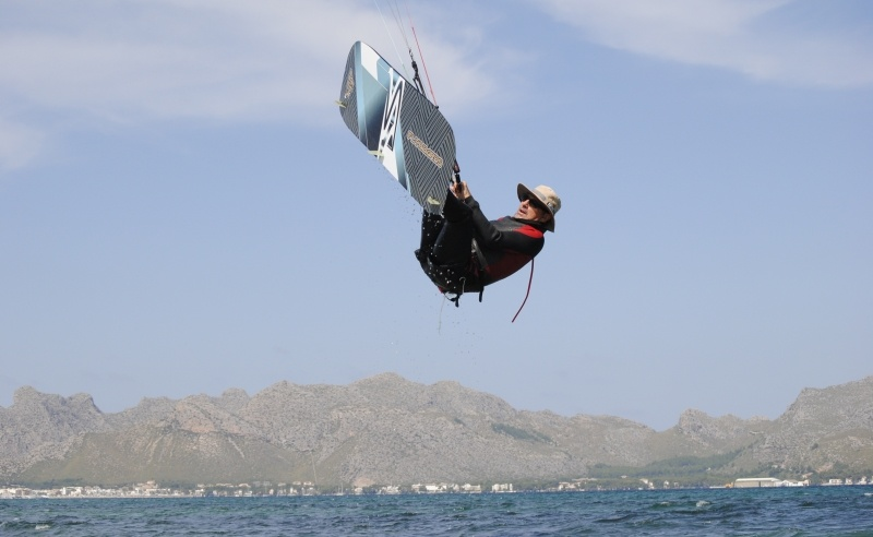 7 the simplest and safest way of levitation - kitesurfing