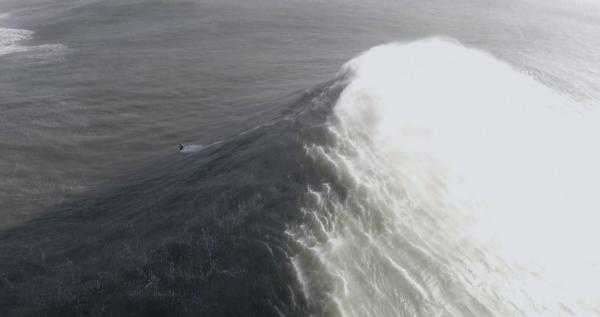 la vague formant vue depuis la crête
