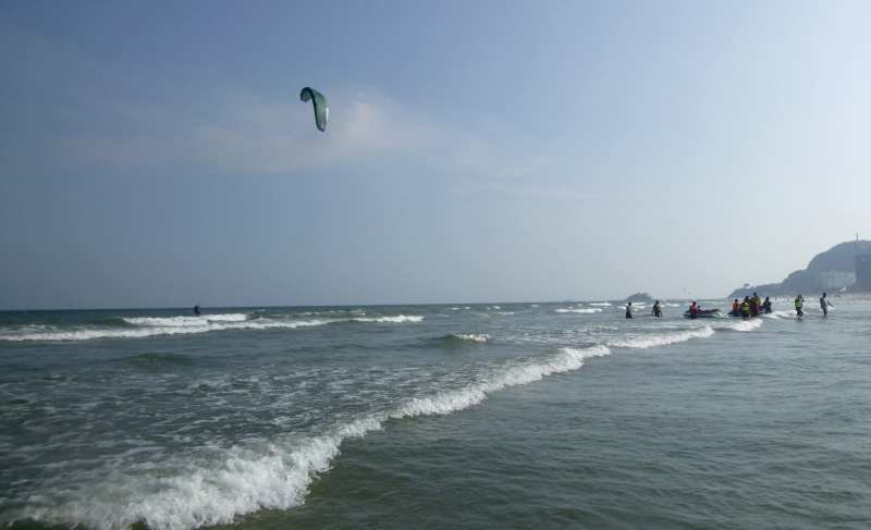 clear sunny day - kitesurfing scene in September, Vung Tau kite spot