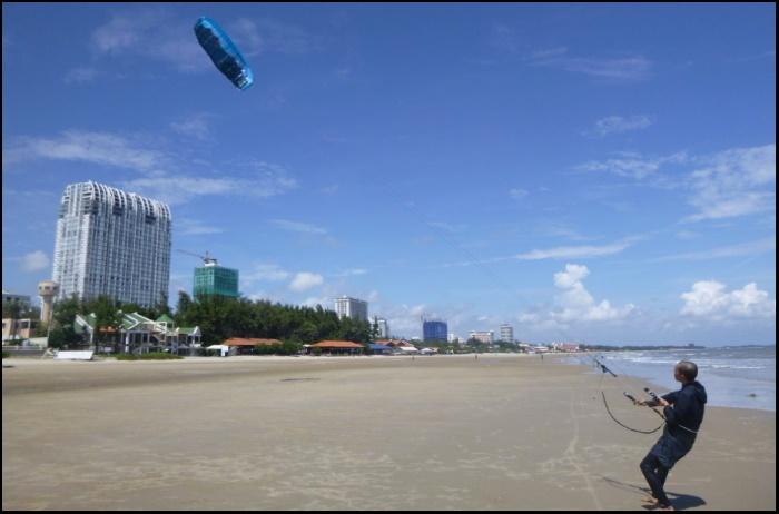 kitesurfing in Ho Chi Minh beach - Vung Tau