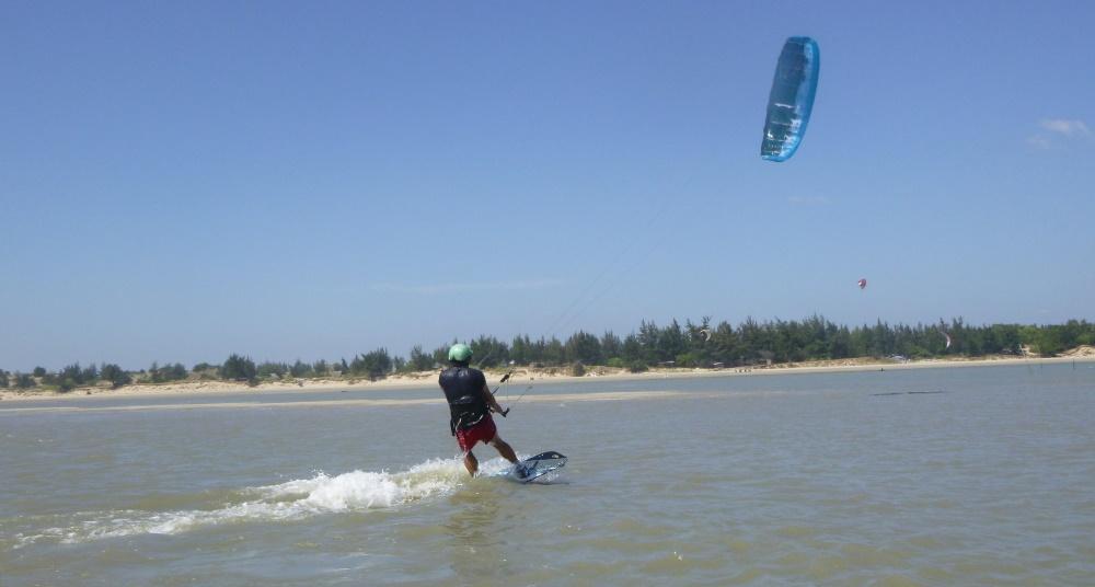 17 lướt ván diều ở Vũng Tàu