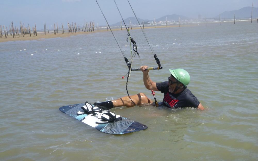 2 lướt ván diều ở Vũng Tàu