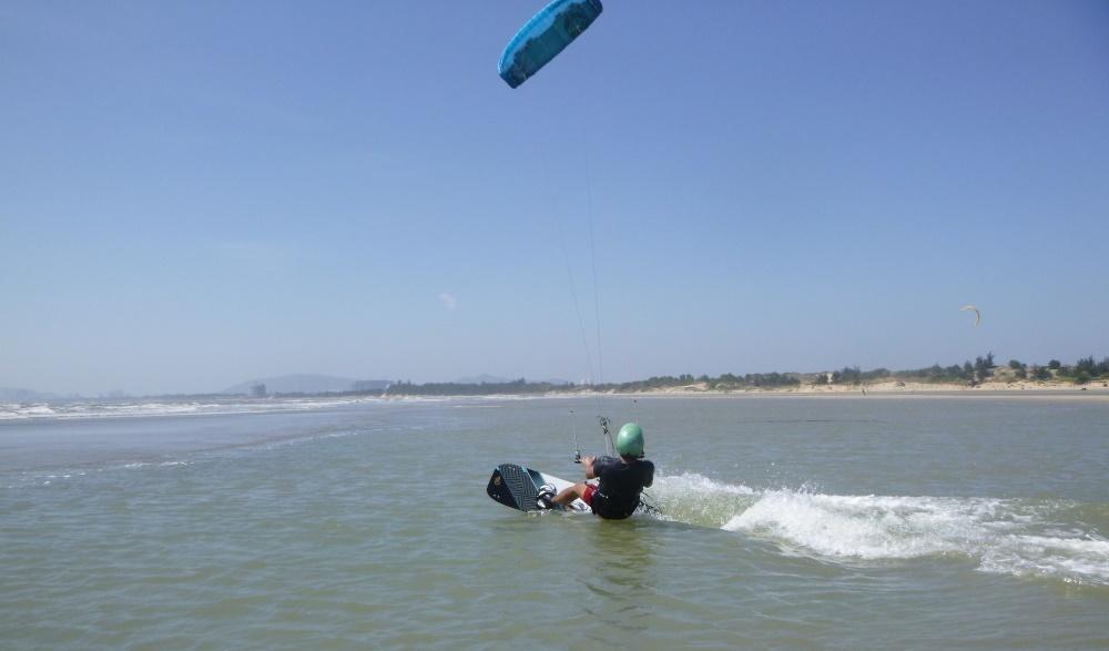 4a lướt ván diều ở Vũng Tàu