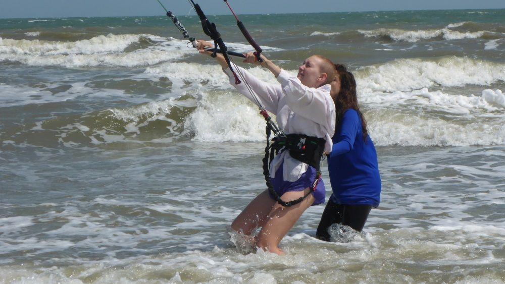 1 Dù ở bãi biển hay trên mặt nước