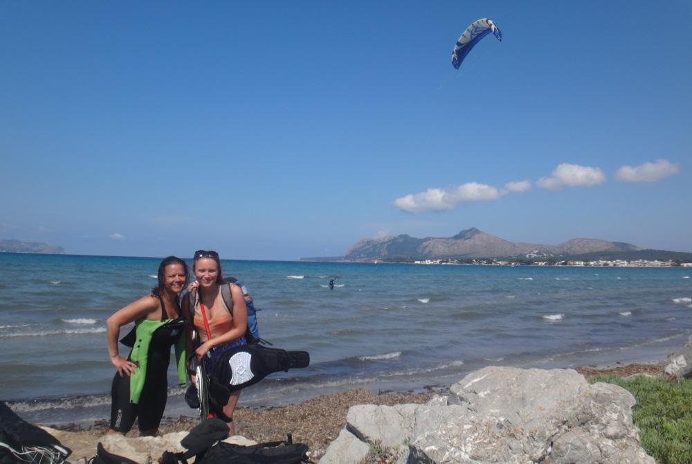 13 Kristina al fin de sus clases de kitesurf en Pollensa Mallorca