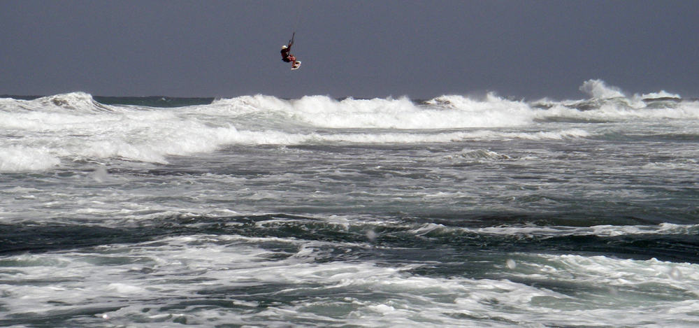 2 jumping with 10 meters of kite and in 22 knots of wind