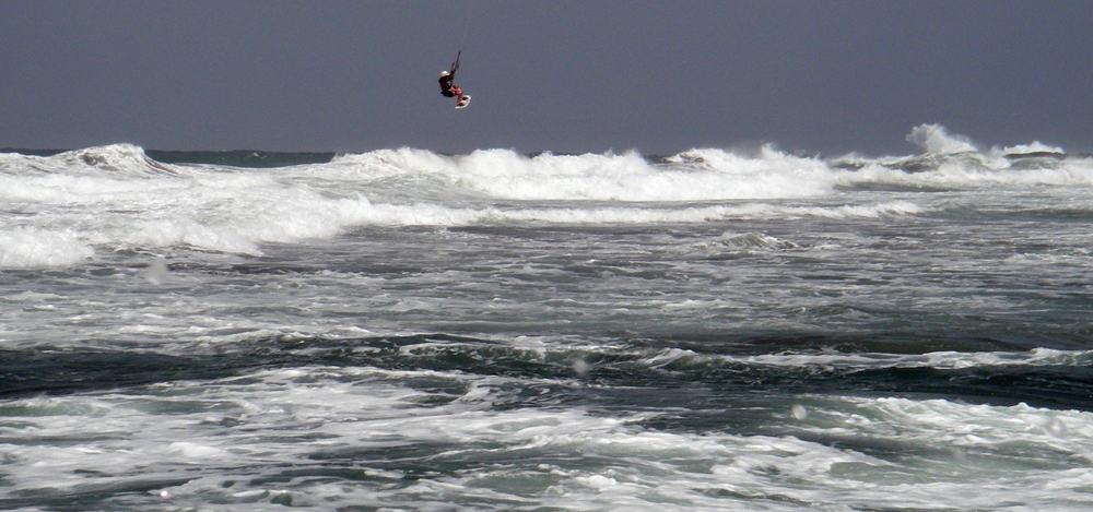 2 kitesurfing y saltos en Gran Canaria con 22 nudos