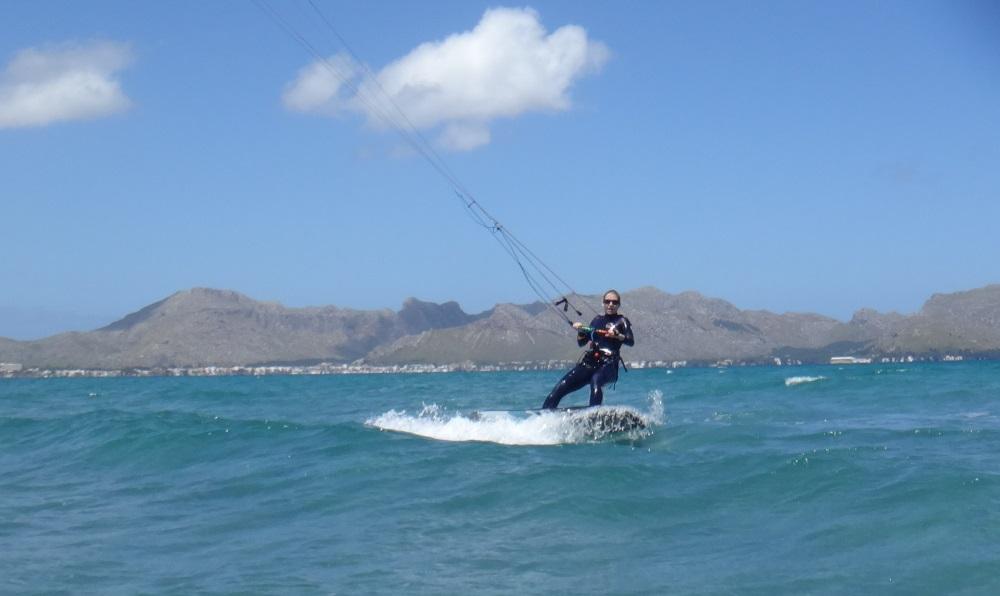 7 clases de kitesurf baratas en Mallorca