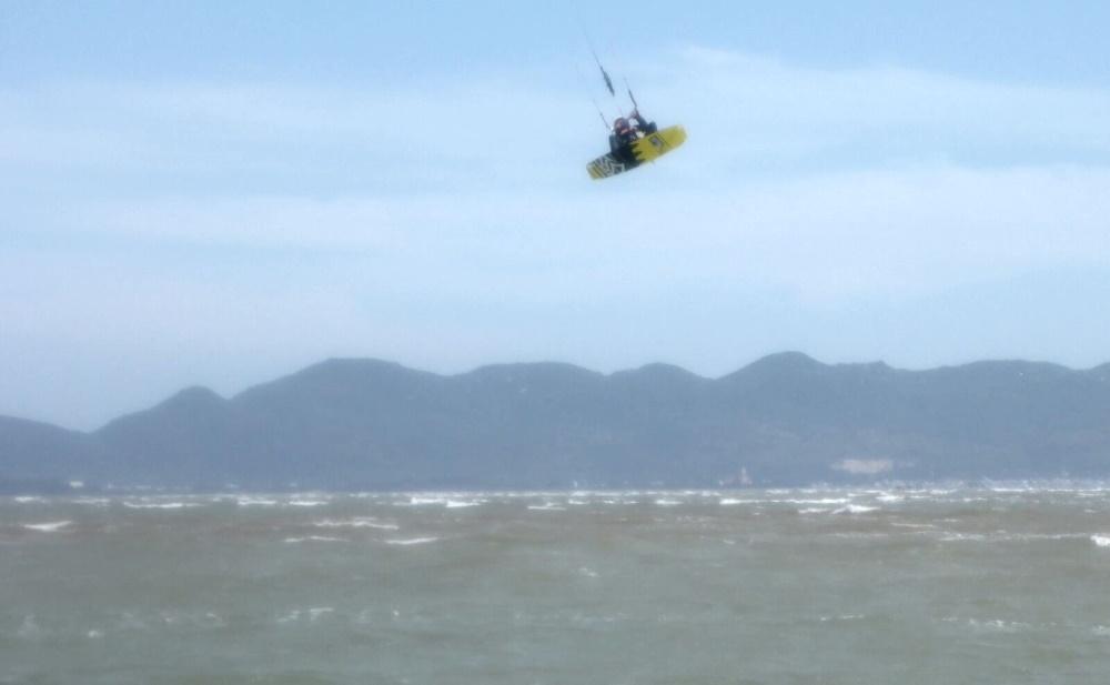saltando en el rio Vung Tau Vietnam en 20 nudos