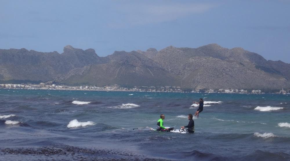 Mallorca-kite-spot-Bartosz-kitekurs-in-Juni-Mallorca-kitesurfen