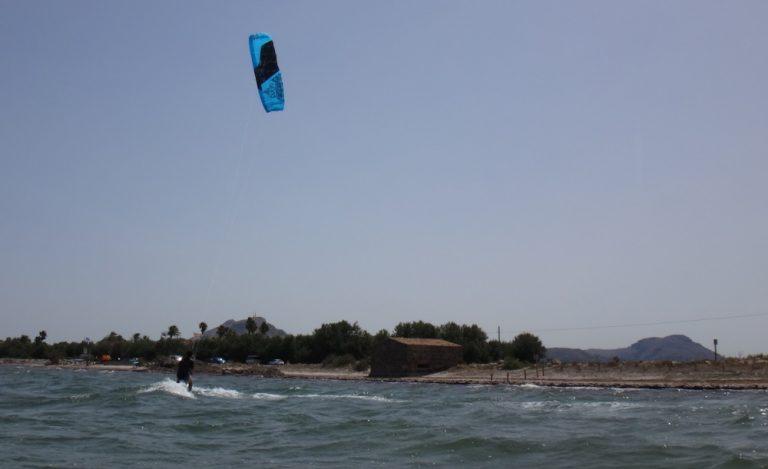 8-kitesurfing-lessons-in-Vietnam-with-flysurfer-Peak-768x469