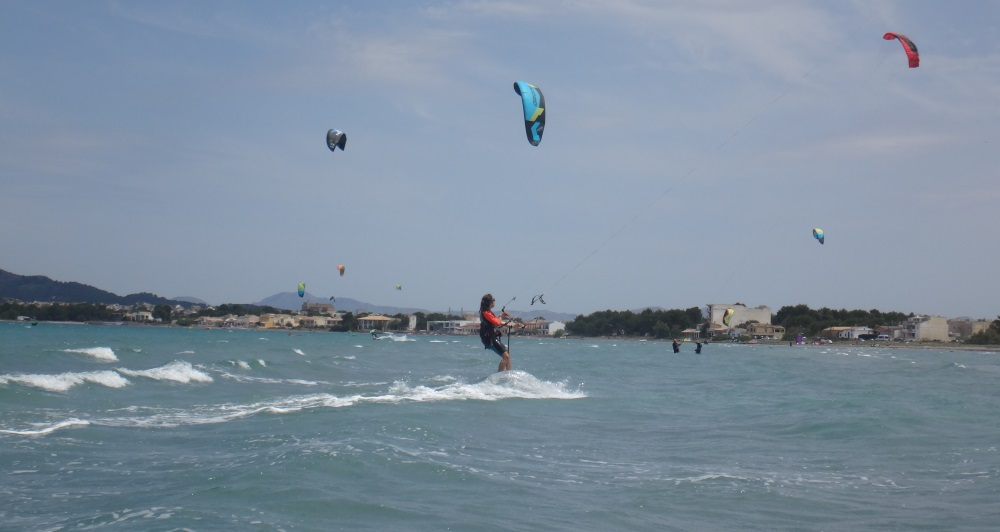 17-Marta-flysurfer-kite-school-Mallorca-kite-teacher-www-kitesurfingmallorca-com