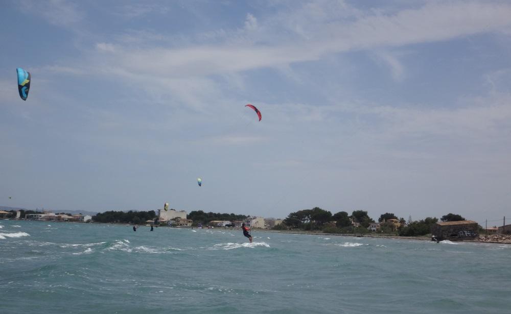 18-far-kitesurfing-ride-in-Sa-Marina-Es-Barcares-kitesurfingmallorca-con-marta