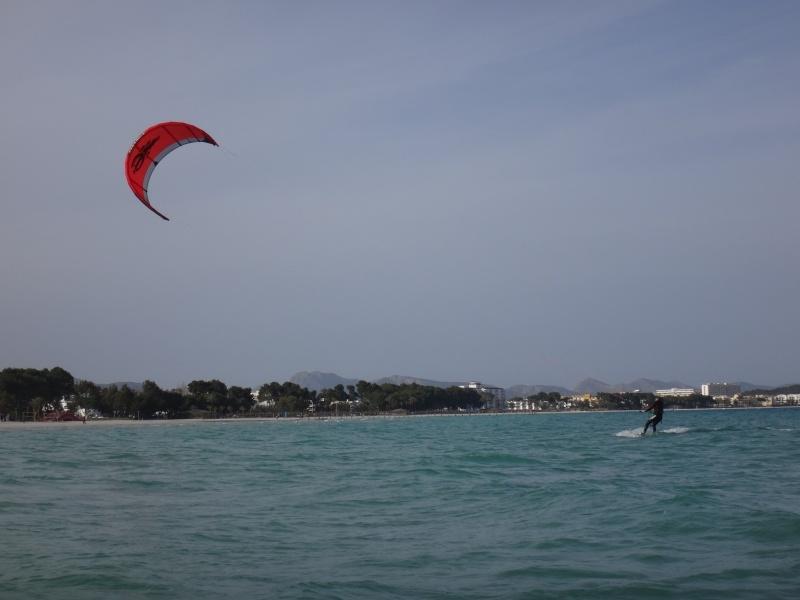 9-kitesurfen-deutsche-kitekurs-Cabrinha-12-mts-auf-Mallorca