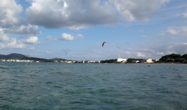 Sa Marina wind-in-Pollensa kite foilboarding flysurfer
