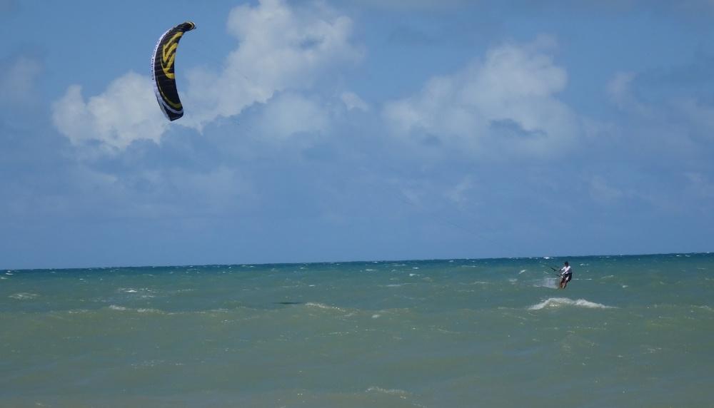 10 kitesurfing lessons vietnam- kitesurfing Brasil hacia la orilla