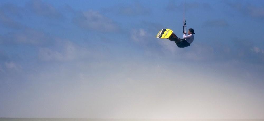 11 kitesurfing lessons vietnam- kitesurfing Brasil buen salto