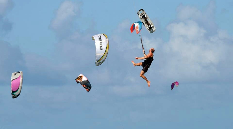 21 kitesurfing lessons vietnam- kitesurfing Brasil el payaso en lo suyo