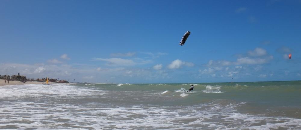 22 kitesurfing lessons vietnam- kitesurfing Brasil hacia la ola