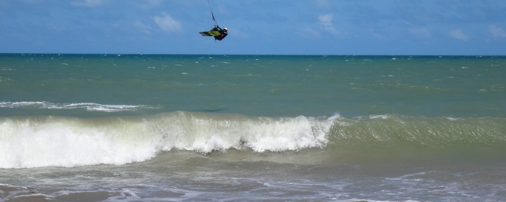 24 kitesurfing lessons vietnam- kitesurfing Brasil un ultimo jump