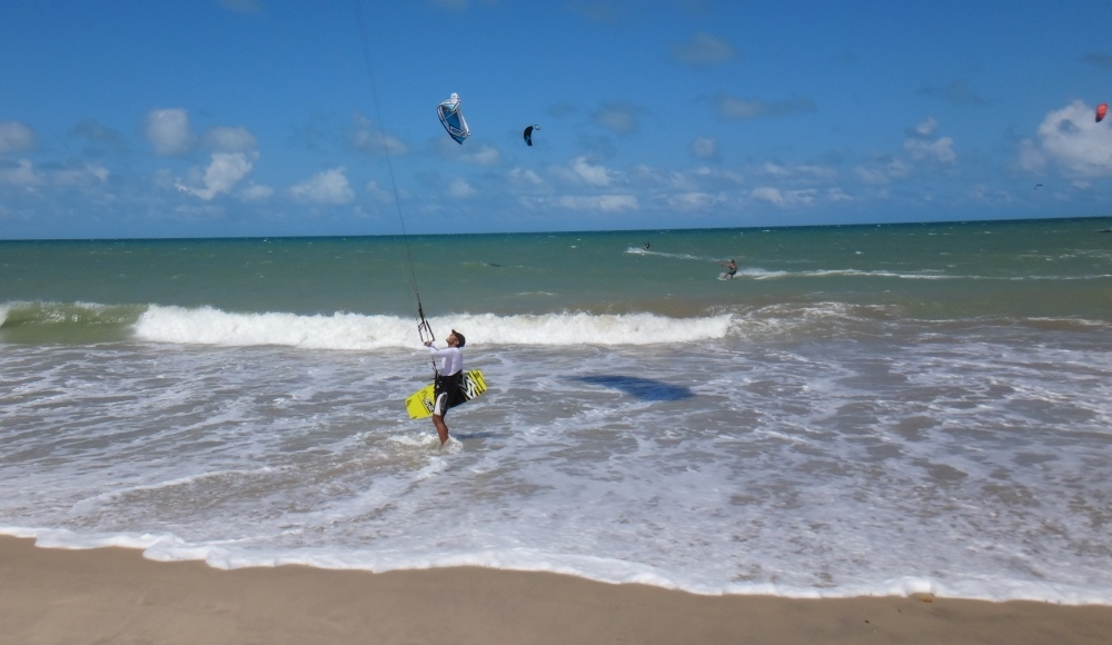 7 kitesurfing lessons vietnam- kitesurfing Brasil al agua de nuevo